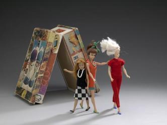 drie_barbiepoppen_kleertjes_gemaakt_door_maria_over_1960-1969_5