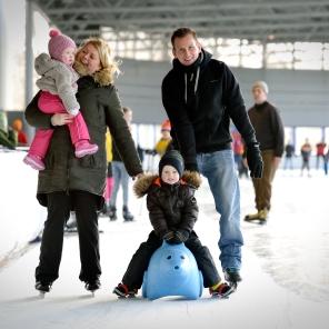 De Meent_schaatsen_recreatief_400 meterbaan_gezin