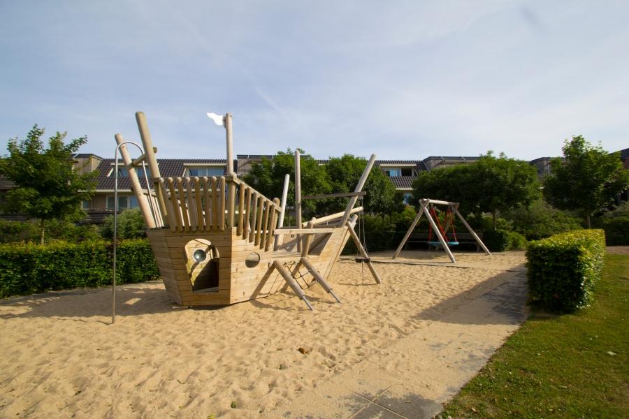 Speeltuin-buiten-Terschelling-vakantie-weekend-weg-puurvangeluk